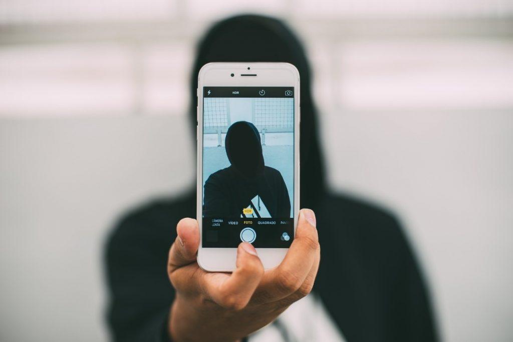 Per il detective privato gli smartphone sono moderni armadi, in cui ciascuno nasconde i propri scheletri.