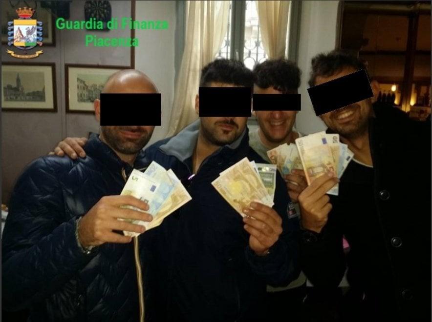 I delinquenti che occupavano la Caserma Levante di Piacenza non disonorano l'Arma dei Carabinieri, perché sono solamente criminali travestiti